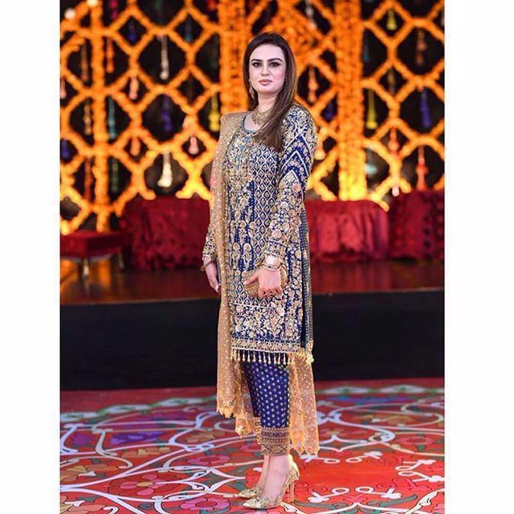Picture of Lailomah Khan looks exquisite in this royal blue statement jora by Nomi Ansari