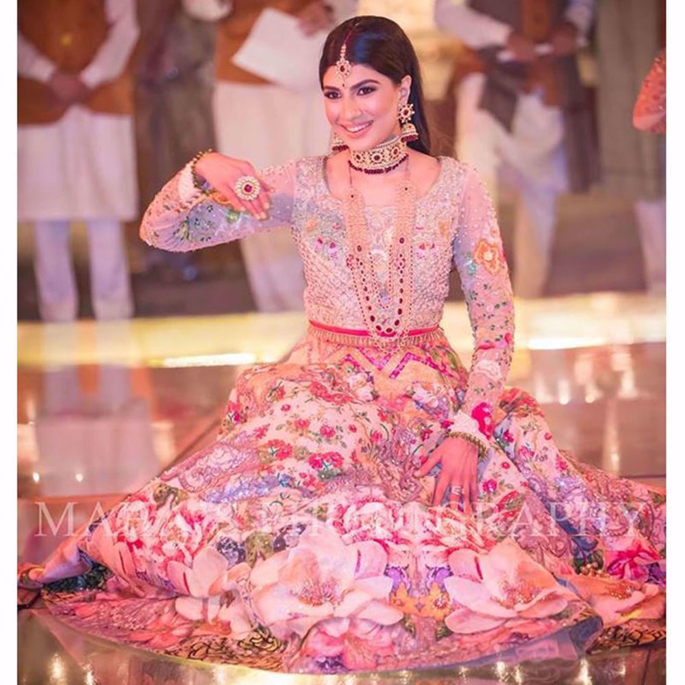 Picture of HERMAINE KHAN SPOTTED WEARING NOMI ANSARI ON HER MEHNDI