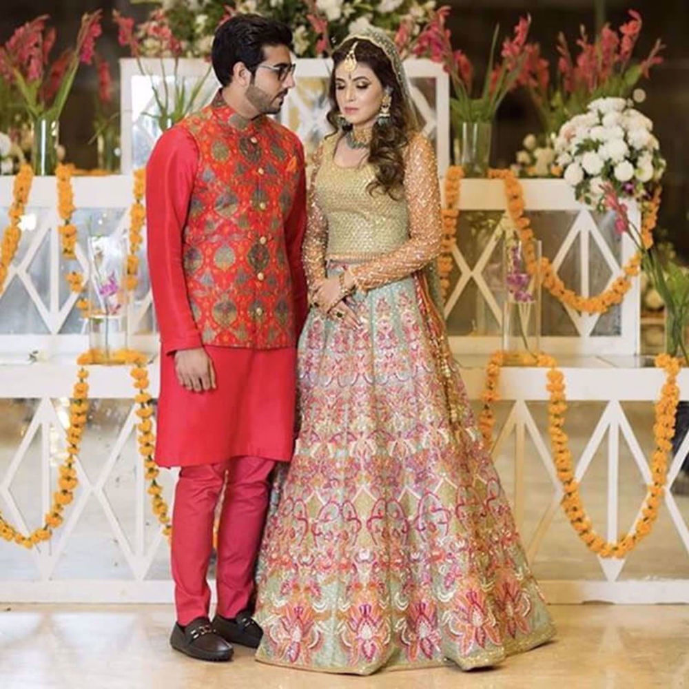 Picture of FALAK AND SANA LOOKING GORGEOUS IN NOMI ANSARI AT THEIR MEHNDI