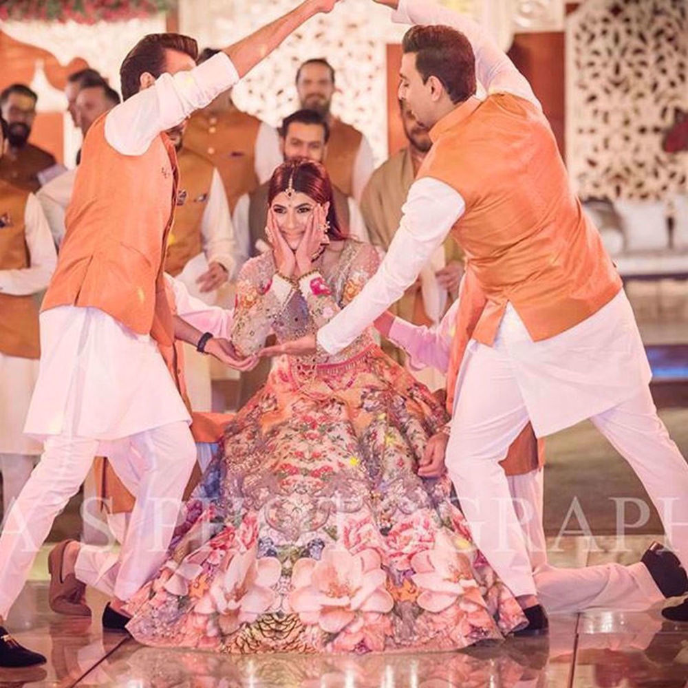 Picture of HERMAINE KHAN WAS ABSOLUTE PERFECTION ON HER MEHNDI WEARING A GORGEOUS NUMBER BY NOMI ANSARI (2)