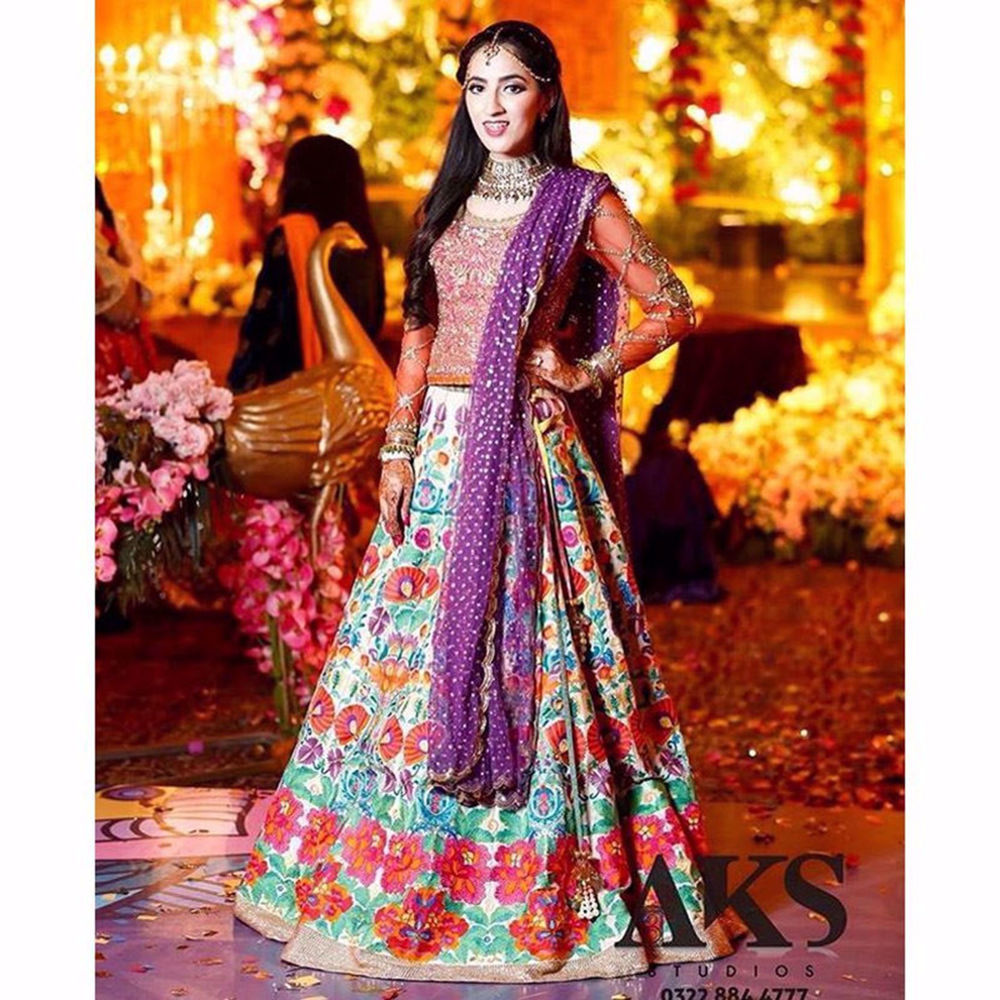Picture of THE BRIGHT AND BEAUTIFUL KOMAL IFTEKHAR SPOTTED WEARING CUSTOMIZED FLORA
