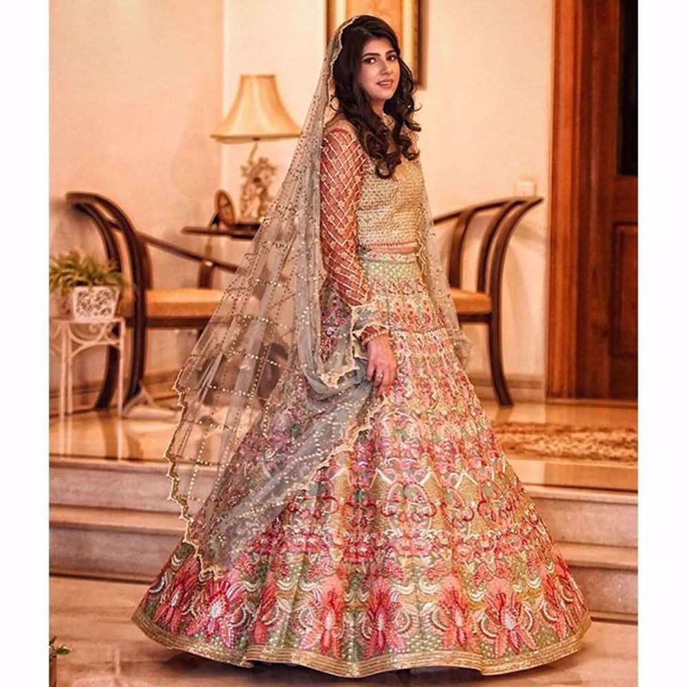 Picture of SHEHREEN SHAH LOOKING ELEGANT IN MINT FAUNA