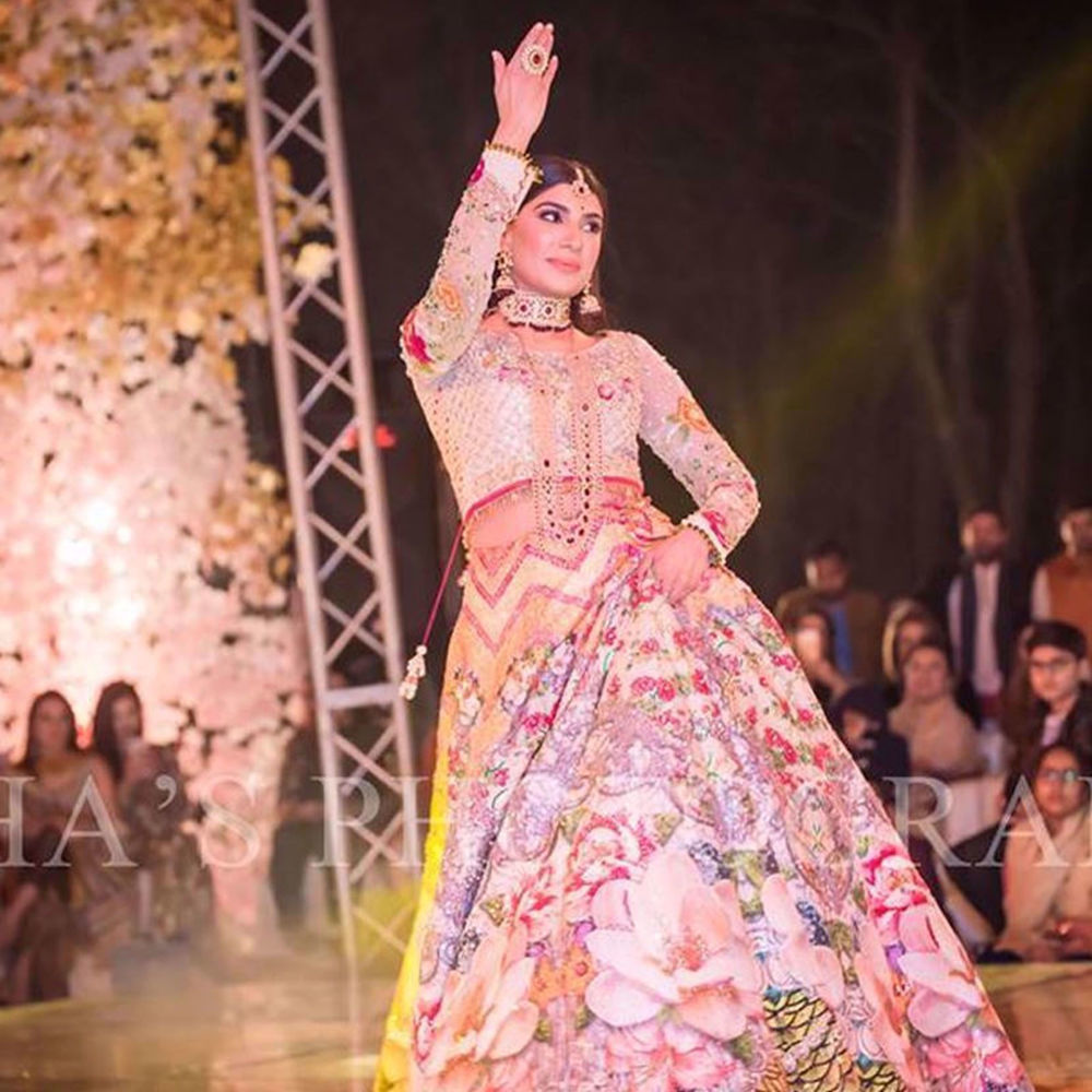 Picture of HERMAINE KHAN WAS ABSOLUTE PERFECTION ON HER MEHNDI WEARING A GORGEOUS NUMBER BY NOMI ANSARI (3)