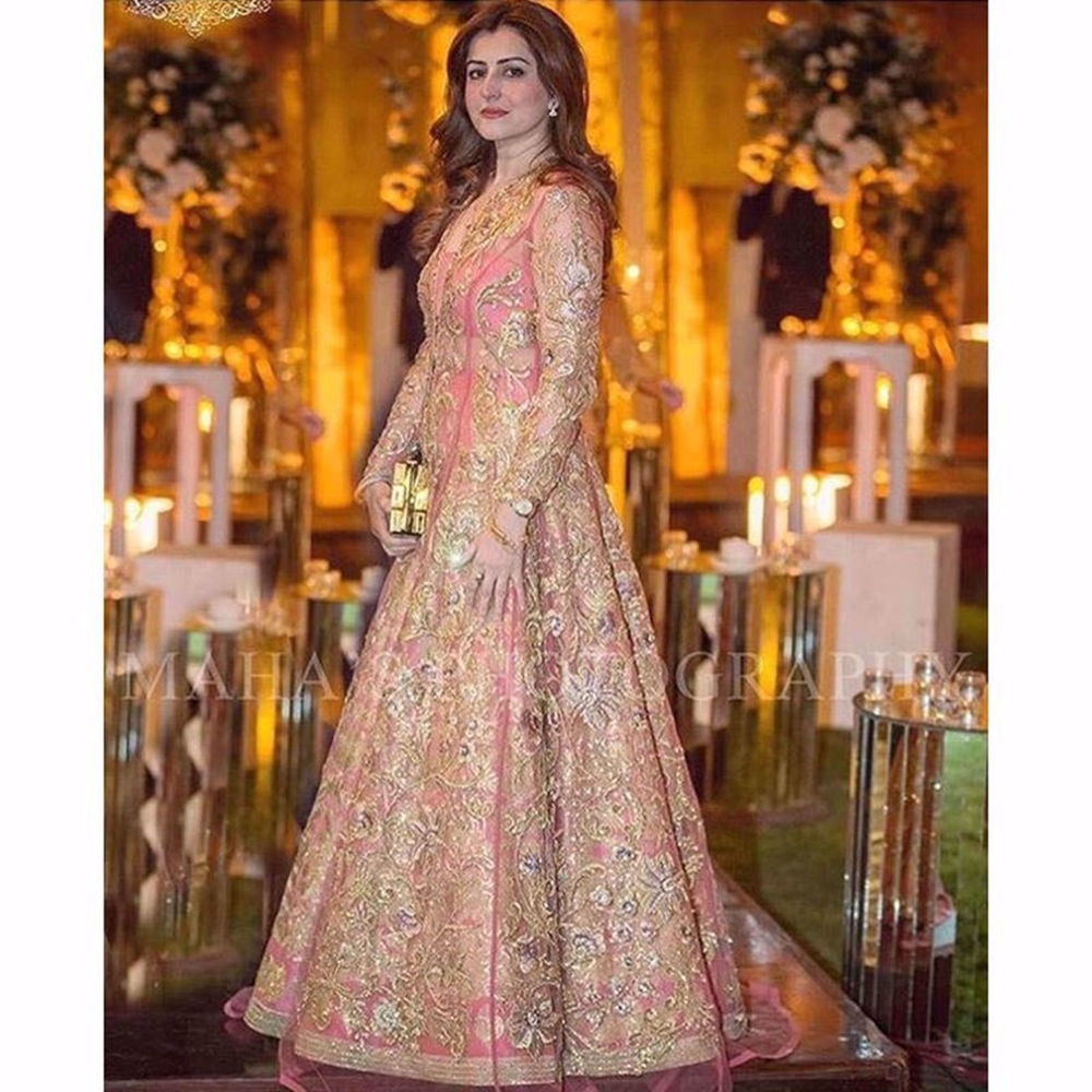 Picture of THE BEAUTIFUL MAHAM SPOTTED WEARING ROSE TEMPLE