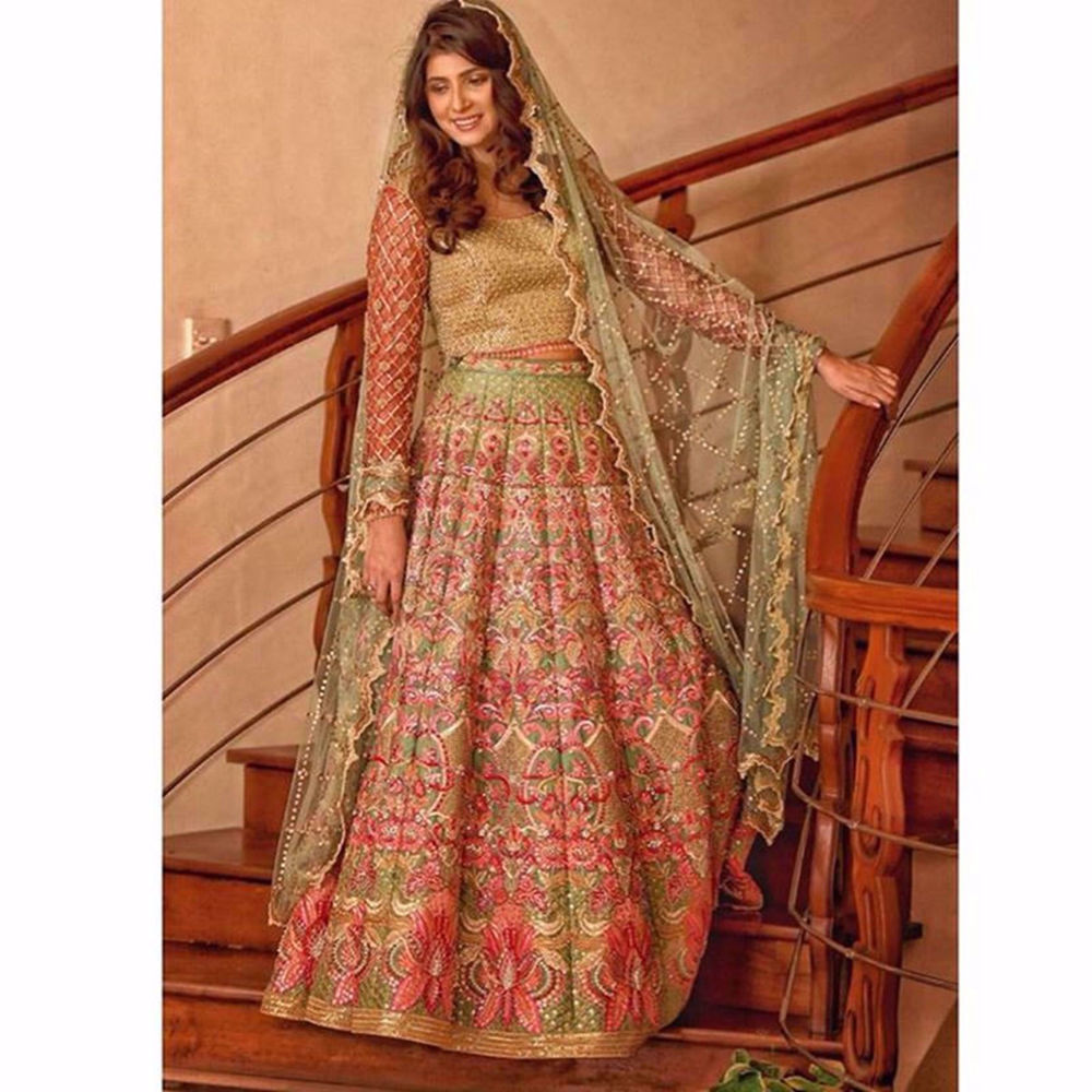Picture of SHEHREEN SHAH LOOKING GRACEFUL IN MINT FAUNA