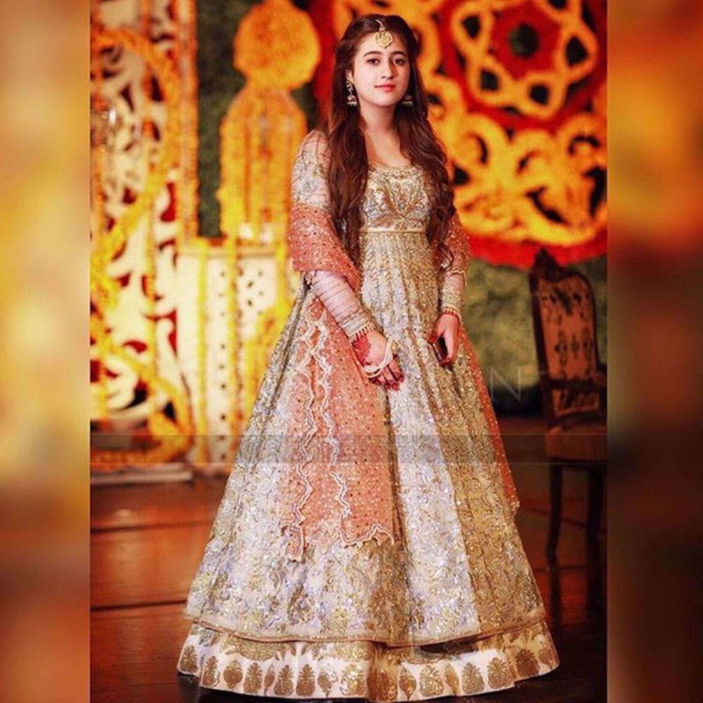 Picture of JANNAT AFZAL SPOTTED IN GOLD SILVER PASHWAS