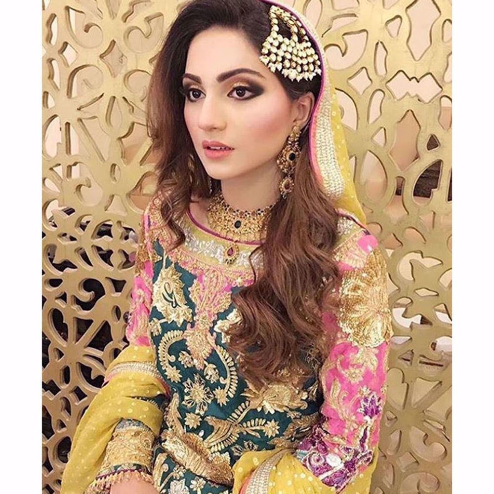 Picture of NAYAB MIANOOR LOOKS RADIANT IN ORNATE ONYX