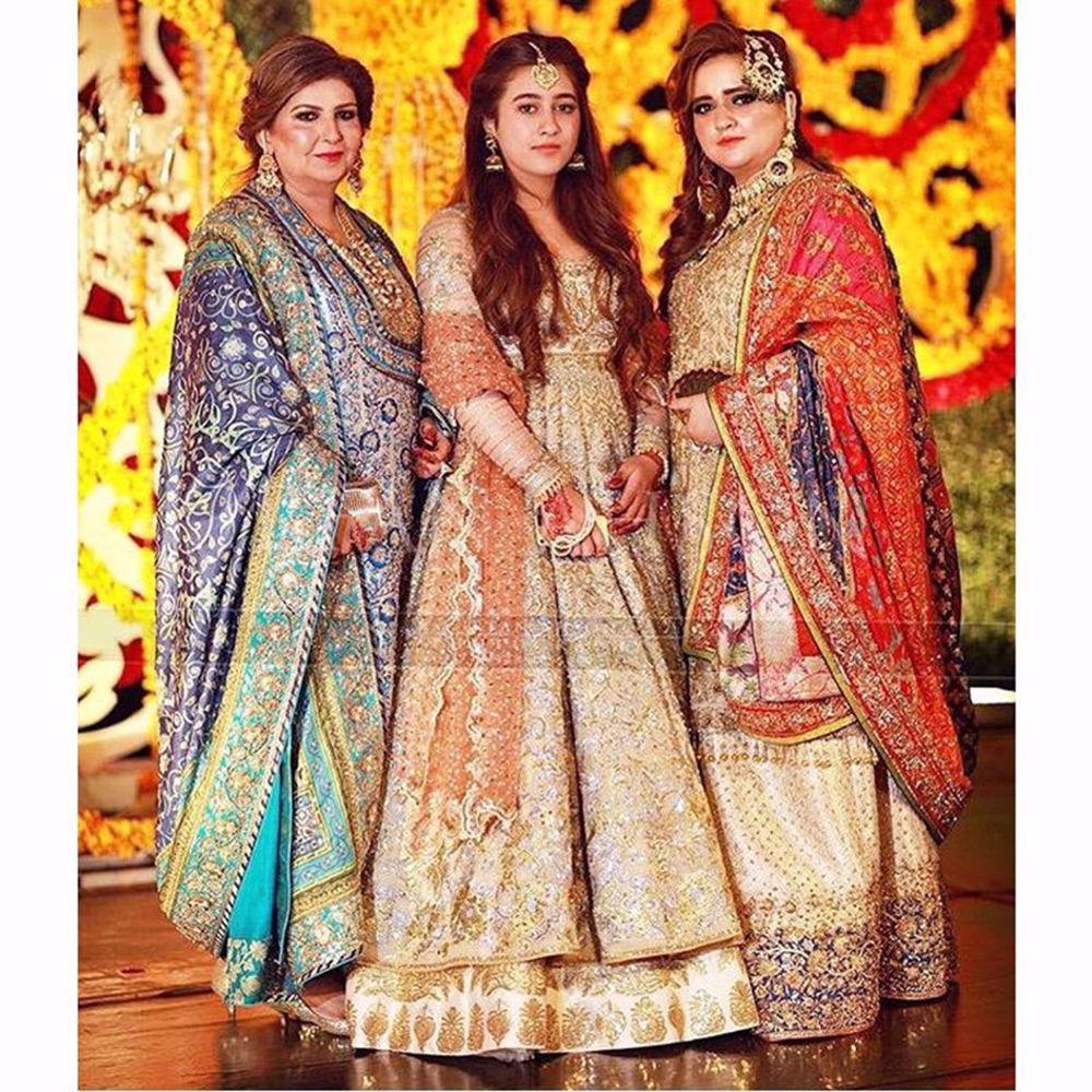 Picture of PINKY AFZAL, JANNAT AND MEHRU SPOTTED IN ALL SIGNATURE NOMI ANSARI ENSEMBLE