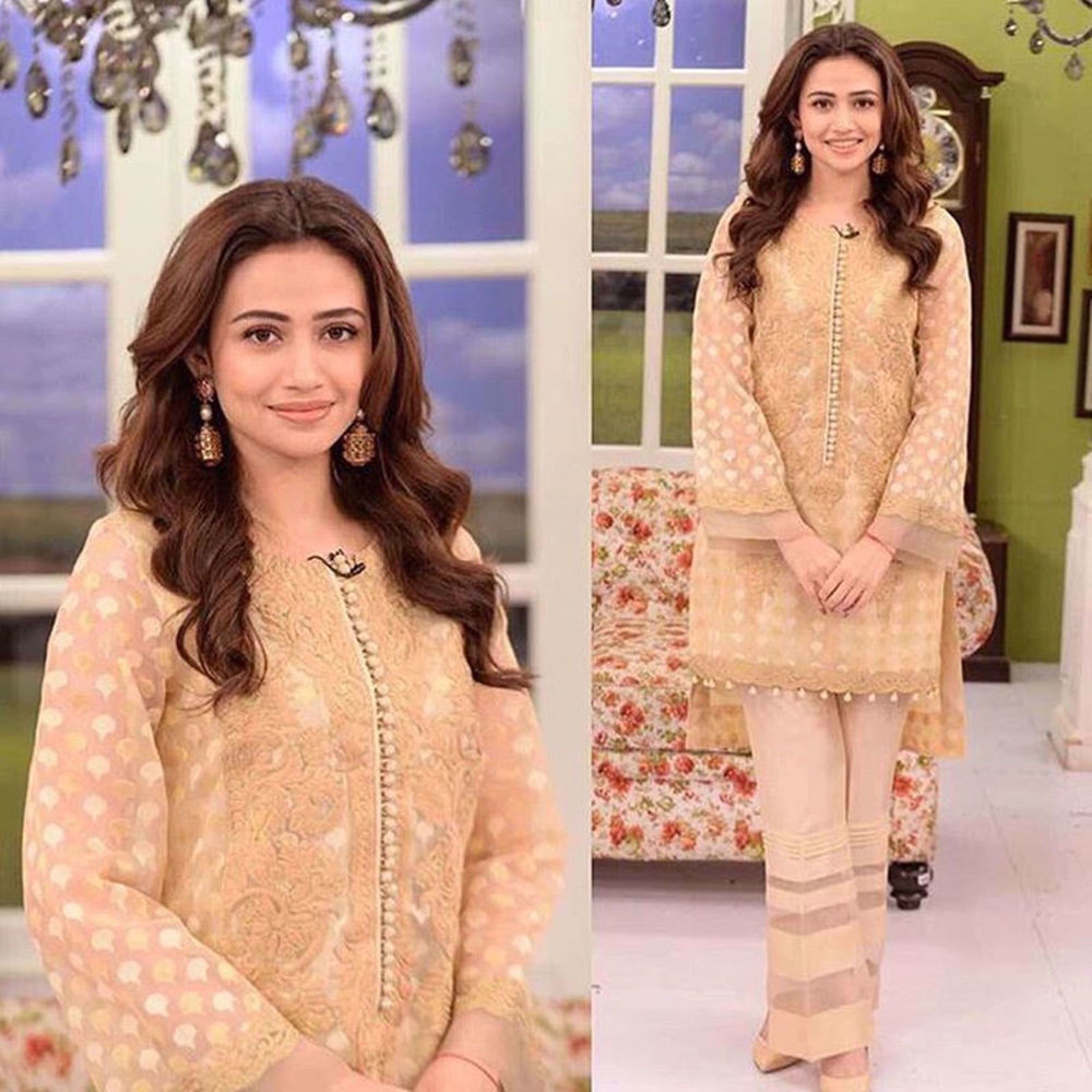 Picture of SANA JAVED SPOTTED WEARING GOLD DUST