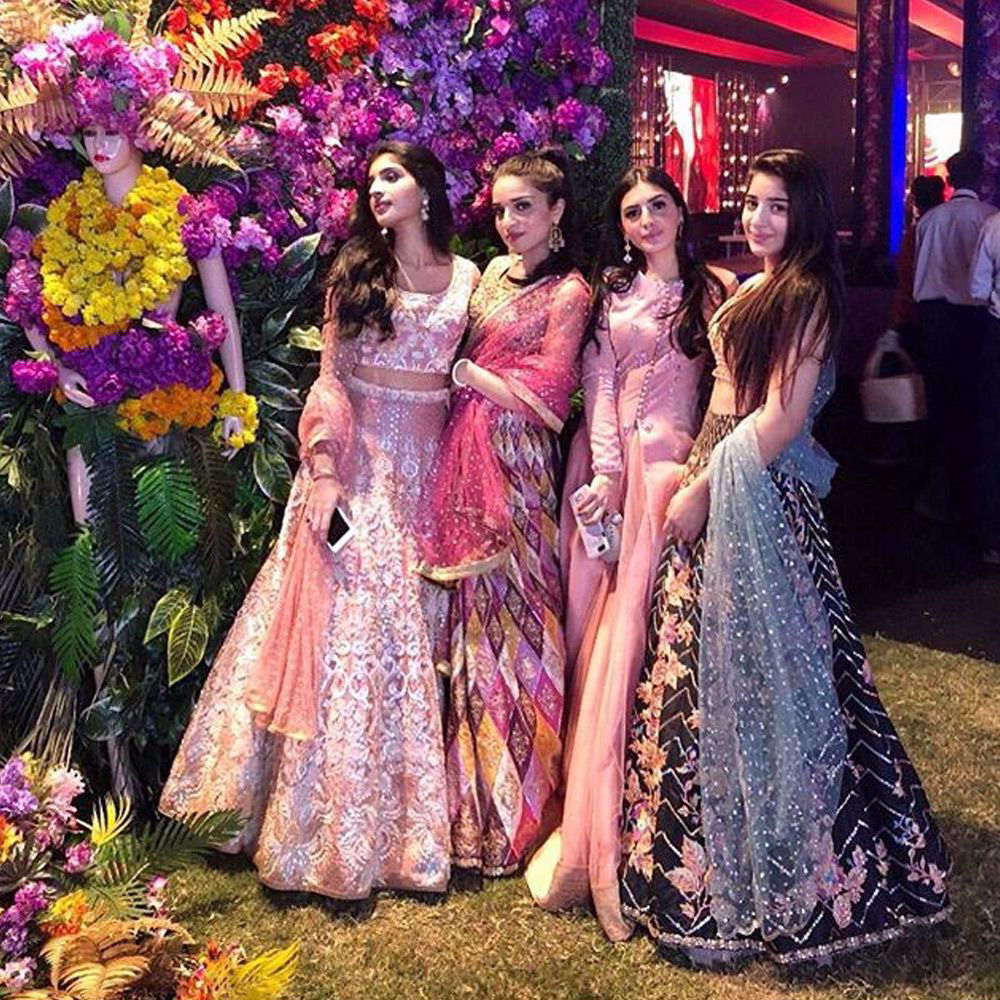 Picture of ImanBaig #SuhanaBaig #DinaBaig and #ToobaBaig opted for dewy and peachy #NomiAnsari outfits