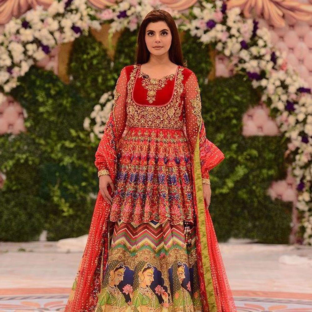 Picture of Nida Yasir wears #NomiAnsari at her a special show for her morning transmission