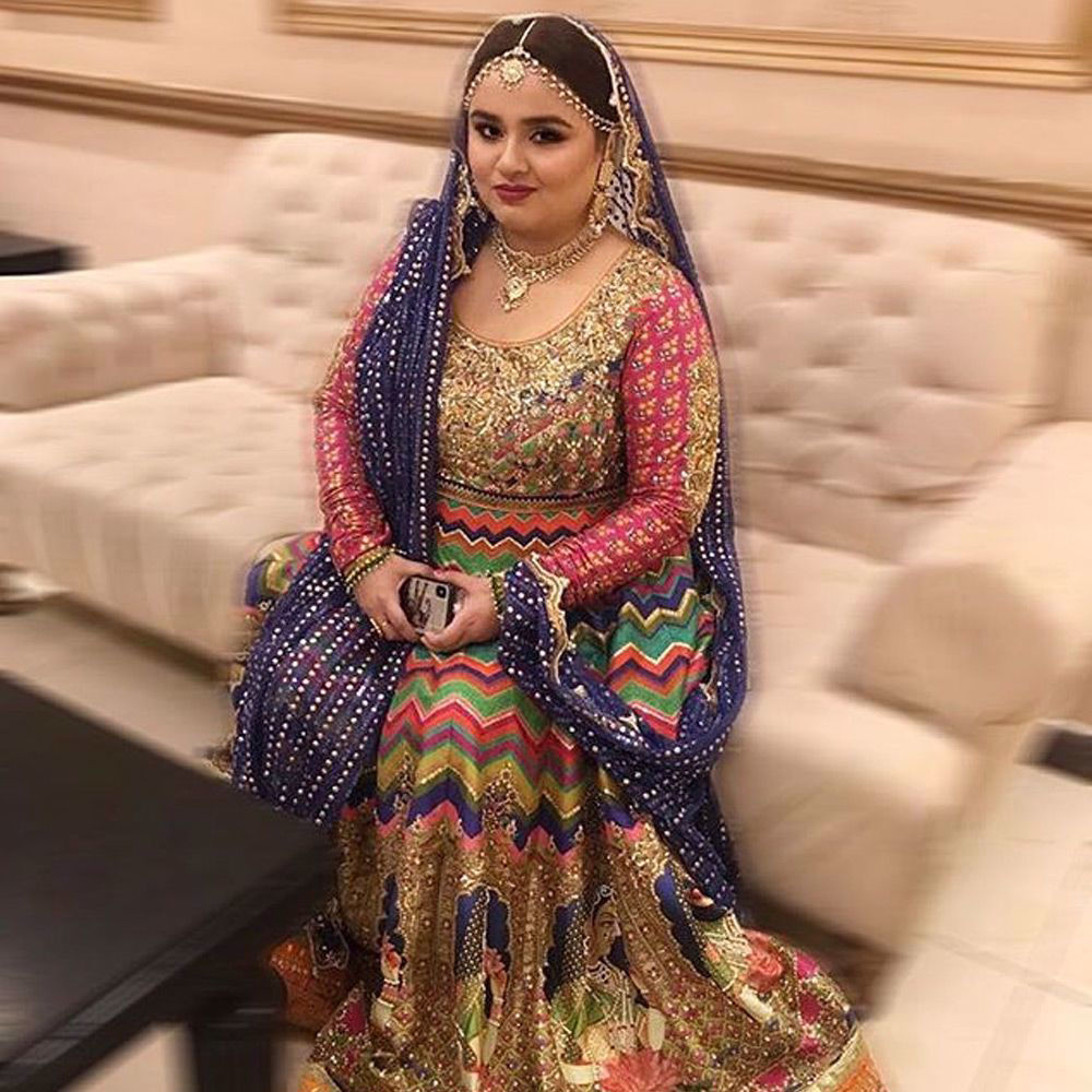 Picture of Opting for a striking number on her mehndi #FaizaSaleem shines in a beautiful #NomiAnsari lehnga
