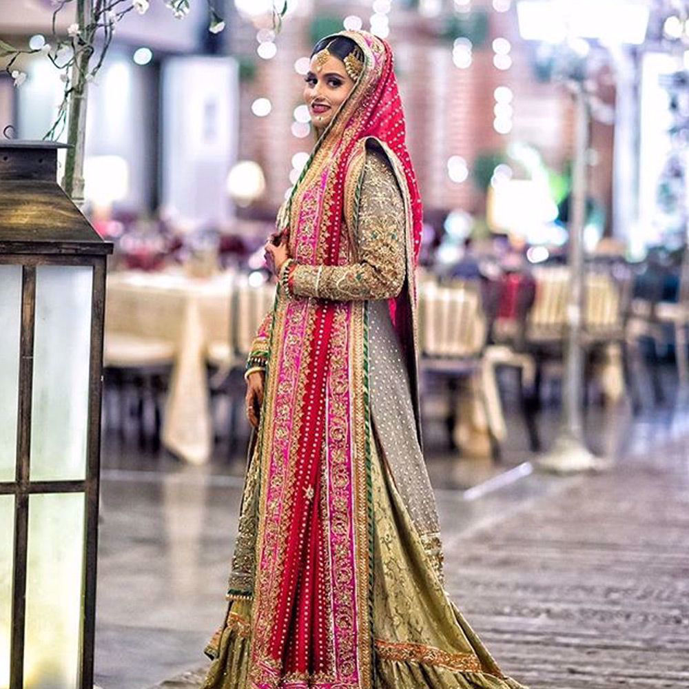 Picture of Samiya at her wedding reception in a traditional #NomiAnsari Farshi gharara