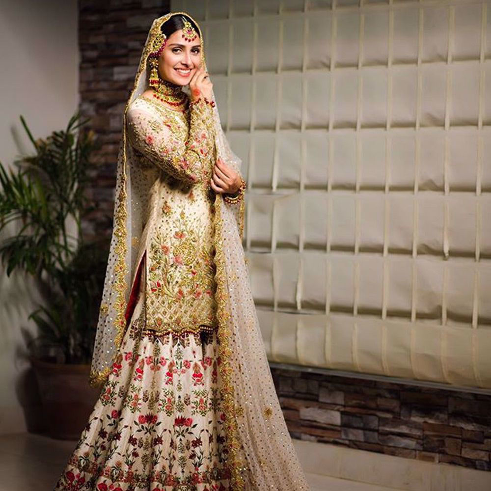 Picture of The beautiful Ayeza Khan wears a traditional ivory Nomi Ansari silhouette