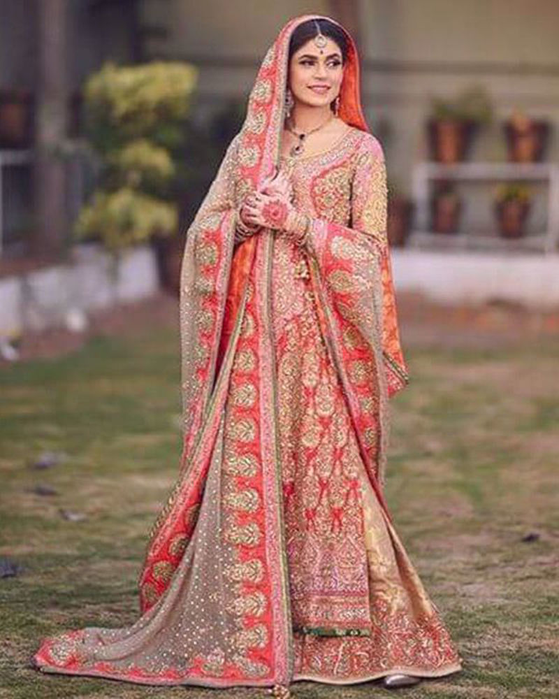 Picture of With accents of pink, peach and green, Mehak's classic red and gold bridal is absolutely timeless!