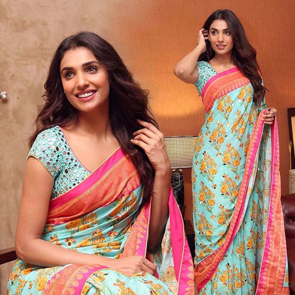 Picture of Amna ilyas in a traditional #nomiansari #cotton #sari with mirror work details and a tailored blouse