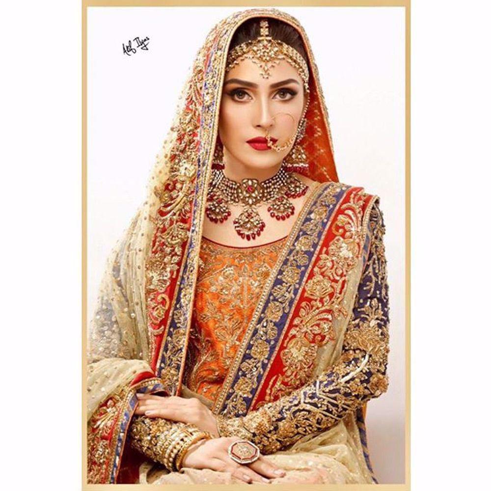 Picture of Ayeza Khan in a traditional Nomi Ansari bridal ensemble