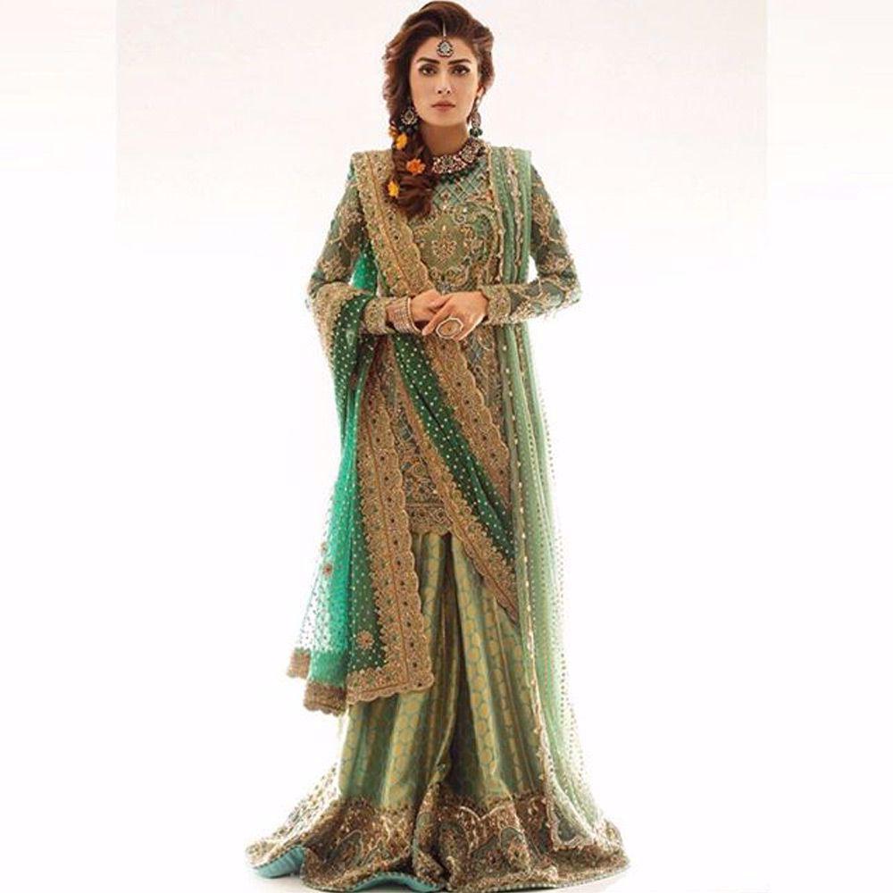 Picture of Ayeza Khan stuns in a regal Nomi Ansari